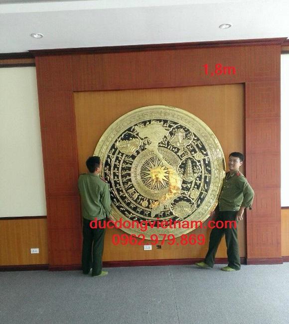 Mặt trống đồng bản đồ Việt Nam trang trí hội trường