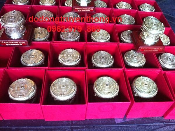 trống đồng đóng hộp tặng khách hàng