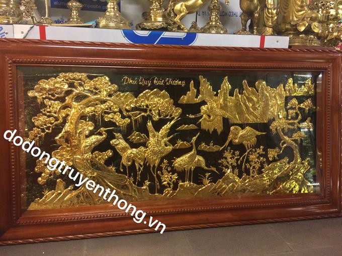 tranh đồng tùng hạc mạ vàng