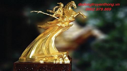 Cừa hàng bán tượng thánh gióng mạ vàng