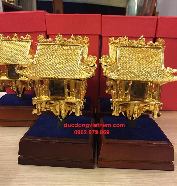 quà tặng lưu niệm mạ vàng