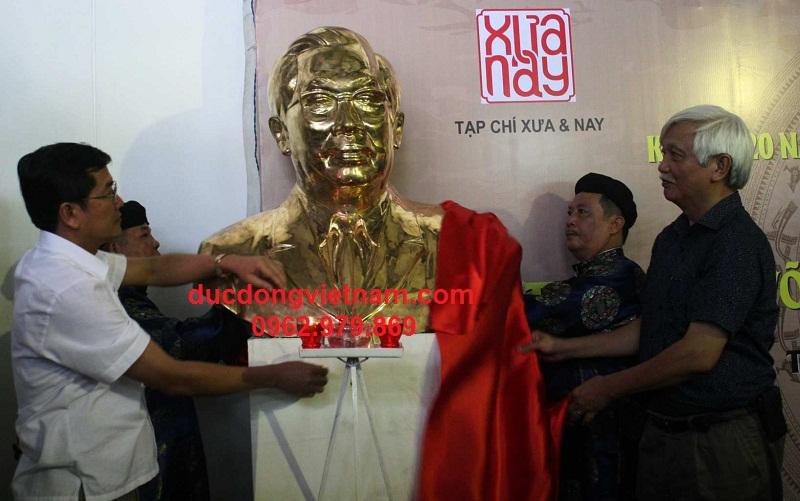 tượng đồng võ văn kiệt mạ vàng