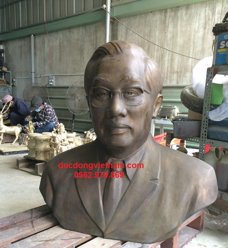 tượng đồng võ văn kiệt tại xưởng
