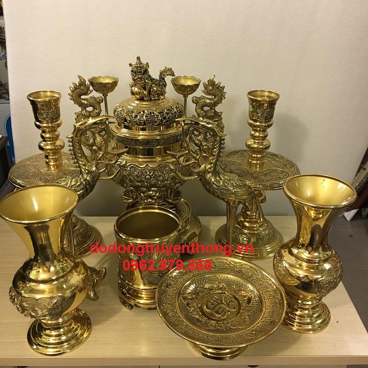 Giá lư đồng vĩnh tiến thường dùng trên bàn thờ