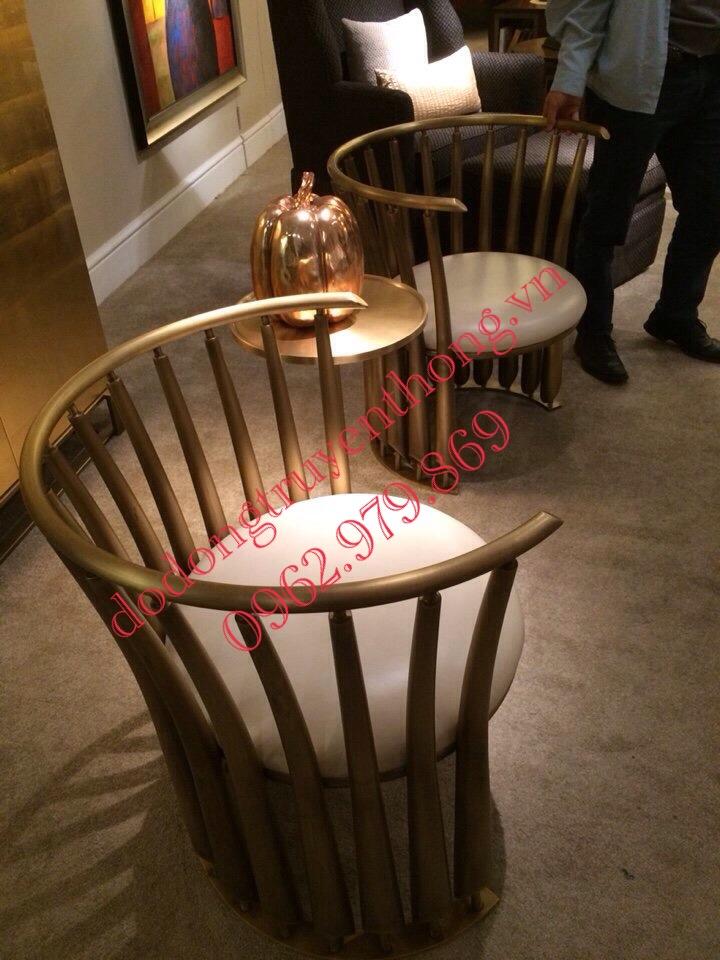 ghế bằng đồng vàng