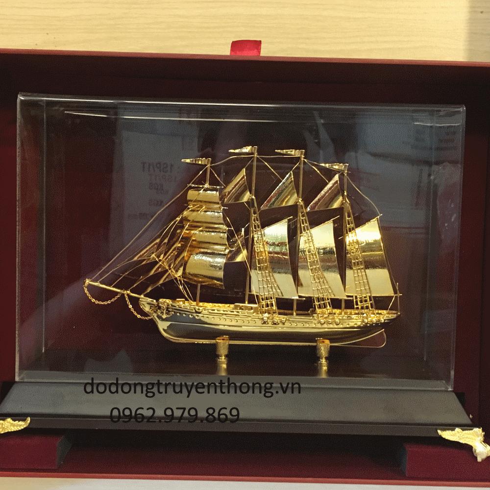 Thuyển buồm mạ vàng 24 k tặng khách hàng