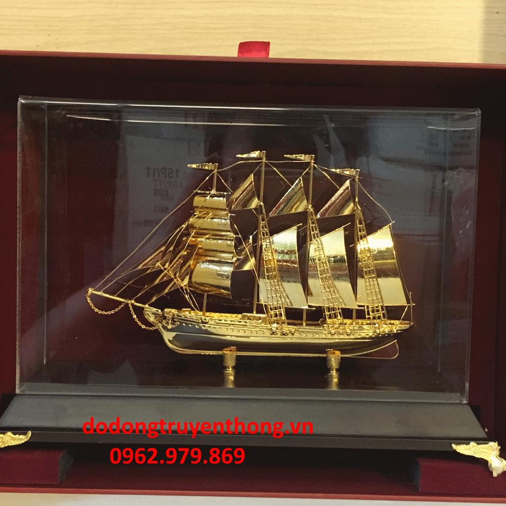 Thuyền buồm mạ vàng tặng sếp