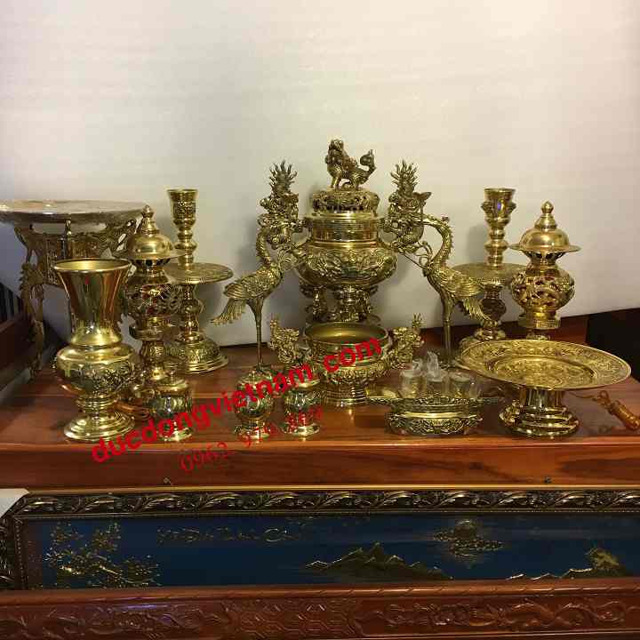 Đồng trình bày trên bàn thờ